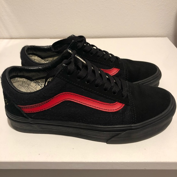 fb6130fa08 Disney Vans Old Skool Mickey Mouse Shoes. M 5bfd7db81b32948a7ed53190